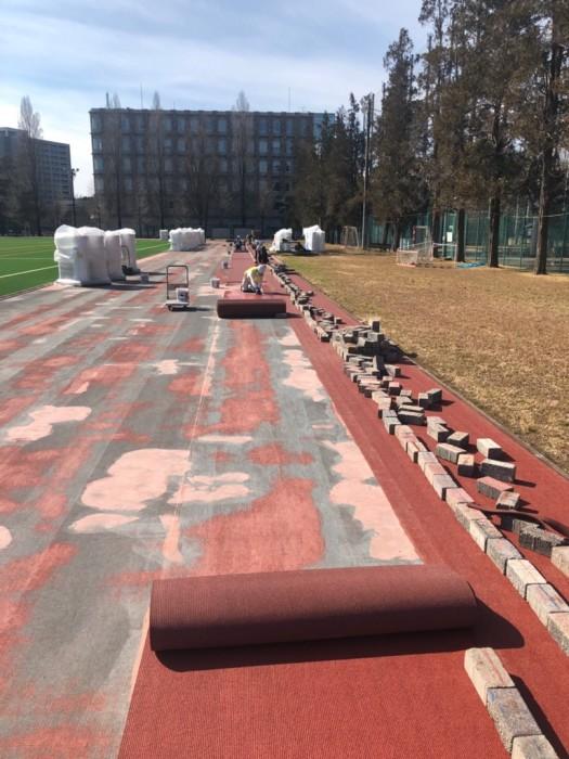 トラック 全天候舗装材敷設工事